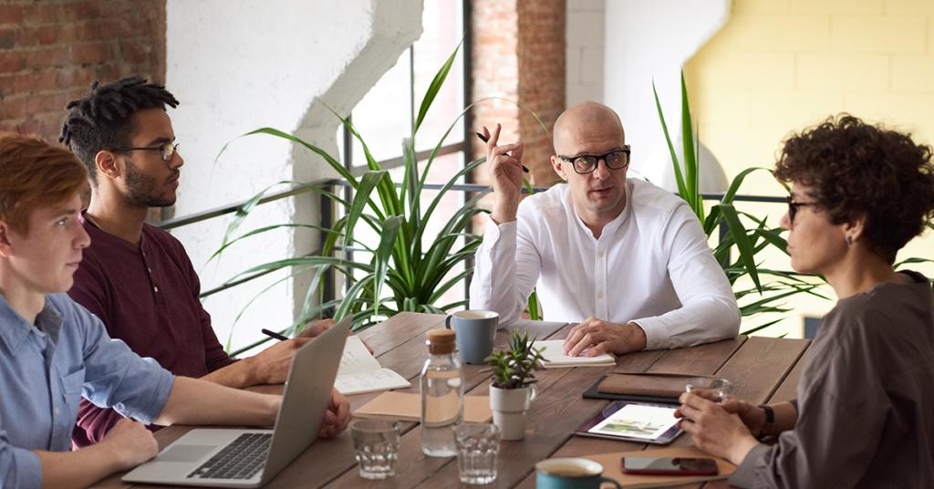 Entscheidend bei der digitalen Transformation sind Führungskräfte. Sie müssen offen für neue Wege der Mitarbeiterführung sein, damit sich die Unternehmenskultur wandelt
